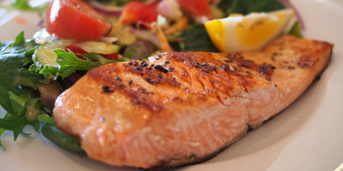 Image of a plate of salmon and vegetables