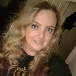 An image of Kirsty on her personal story about endometriosis